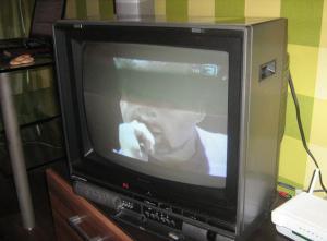 В телевизоре Bigston CTV-218ME на всех каналах из-за шумов едва просматривалось изображение и была н